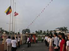 Raising the National Flag   升国旗